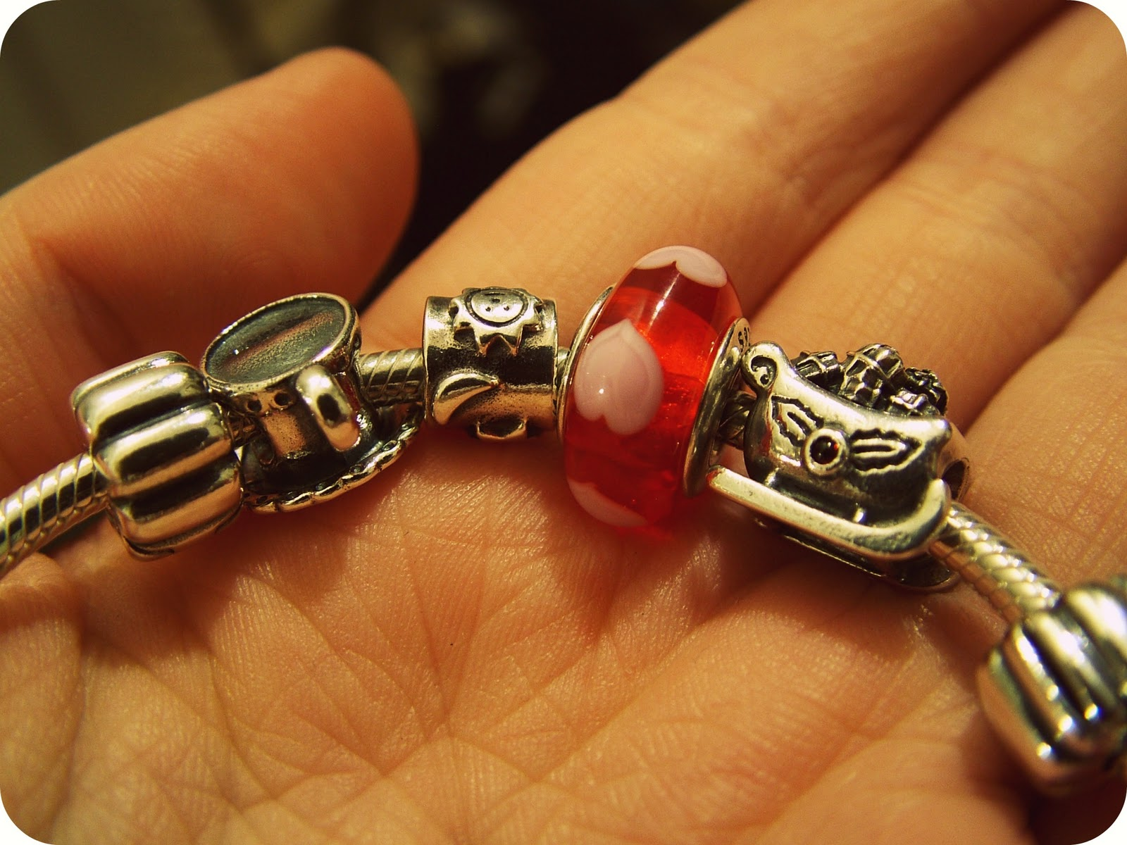 bracelet on wrist - photo #24