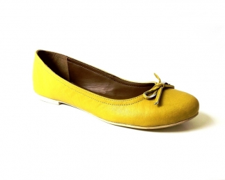 Yellow ballerina pump shoe with a bow tie