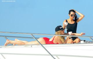 كلوي كارداشيان وكيندال جينر في صور ساخنة بملابس البحر في سانت بارتس