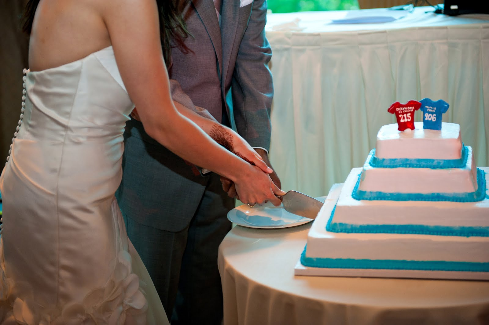 Two Wedding Belles Notes From A Newlywed The Cake Carvel