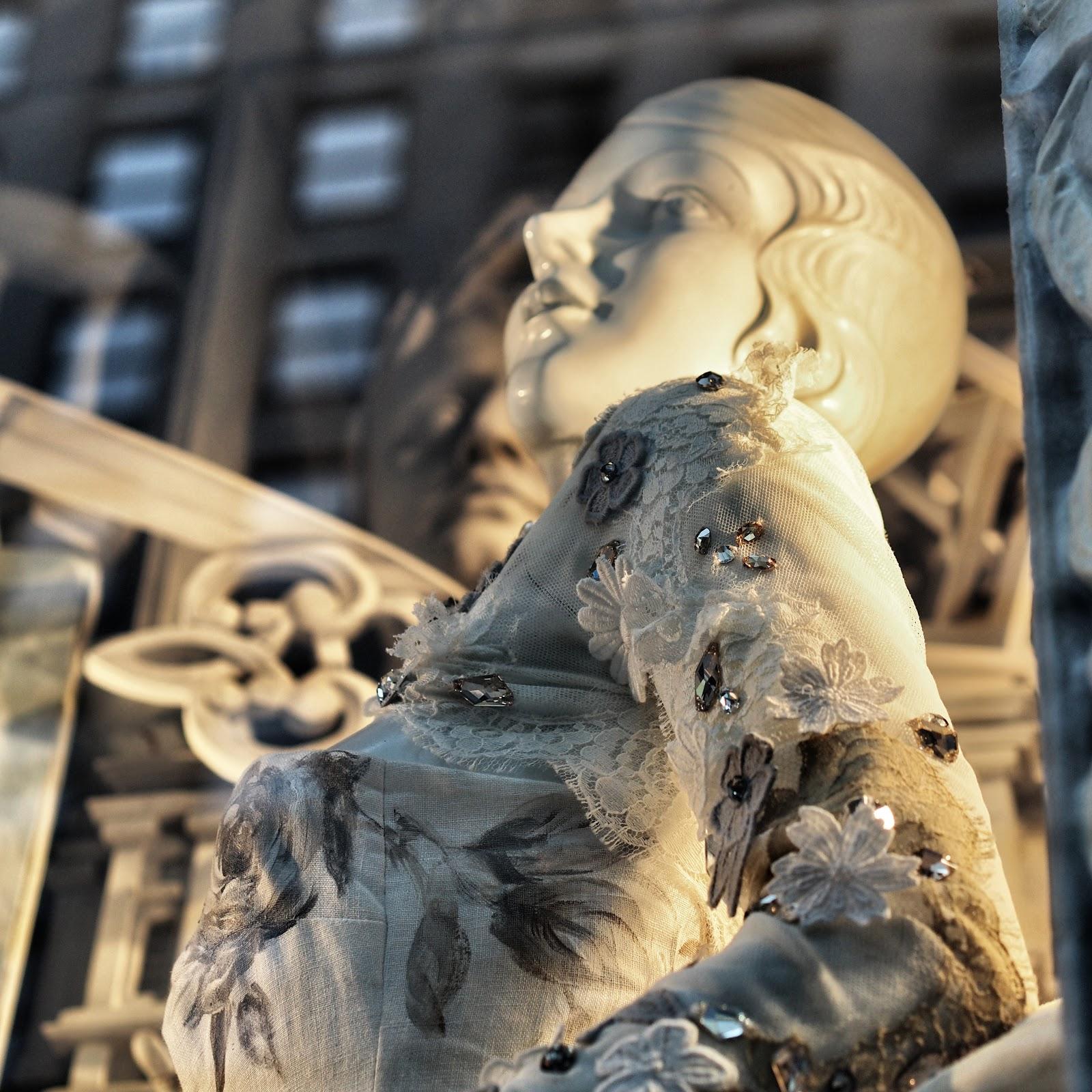 Porcelain #porcelain #bgwindows #windowwatchers #holidaywindows #5thavenuewindows #NYC  #holidays #besttimeoftheyear #nyc ©2014 Nancy Lundebjerg