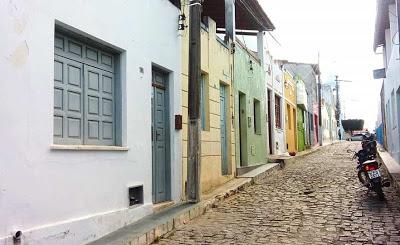 Em Mairi, vende-se uma casa localizada na Rua Cônego Maria