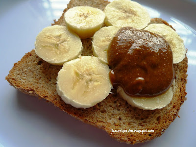 自家製合桃醬配香蕉 homemade walnut butter with banana