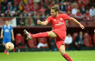 Arsenal eye Sevilla star Grzegorz Krychowiak