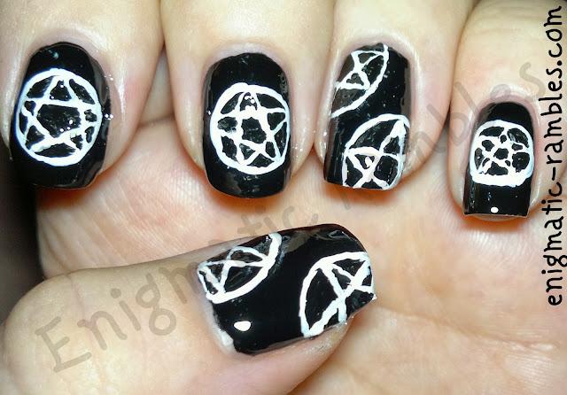 pentagram-nail-nails-art-freehand-black-white