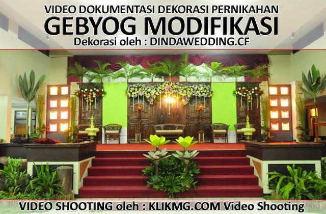 Contoh Dekorasi Pelaminan Gebyog Modifikasi - Pernikahan oleh Dindawedding.cf - Video Shooting oleh : KLIKMG.COM Video Shooting