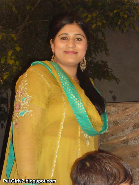 Pakistani Aunties Latest Collection