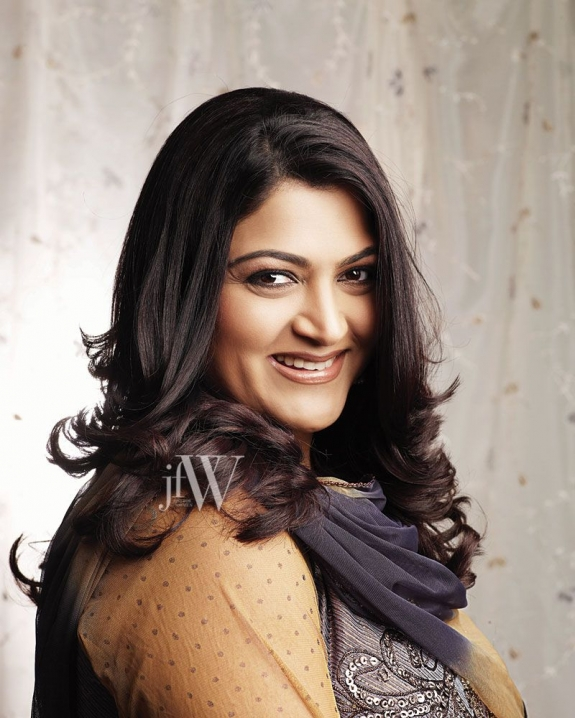 actress kushboo beautiful designer short sleeves saree blouse pictures