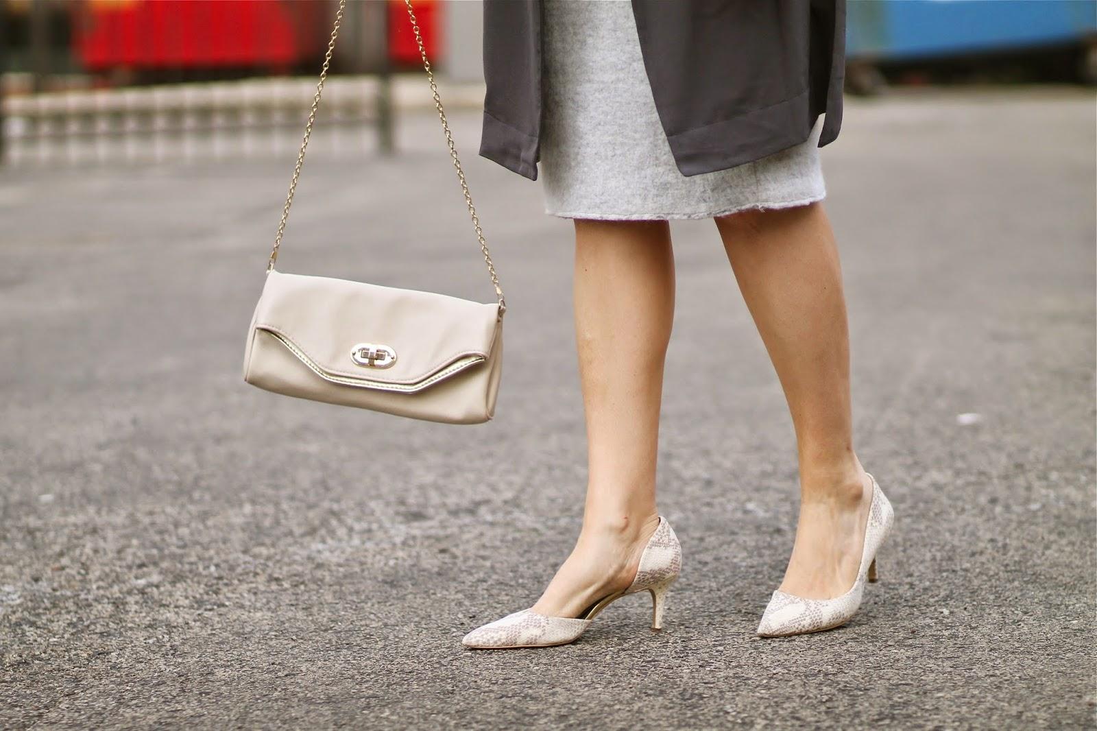 chain, purse, ivory