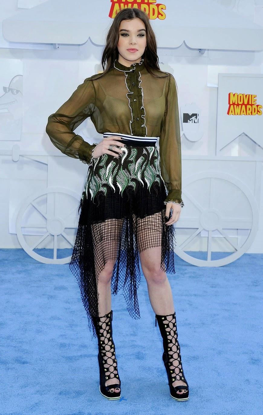 Hailee Steinfeld wears a trendy Rodarte ensemble to the 2015 MTV Movie Awards
