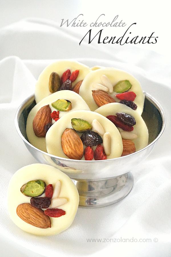 Cioccolatini Mendiants al cioccolato bianco tradizionali francesi con frutta secca white chocolate praline recipe