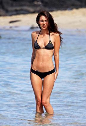 Paparazzi courteney cox in a bikini