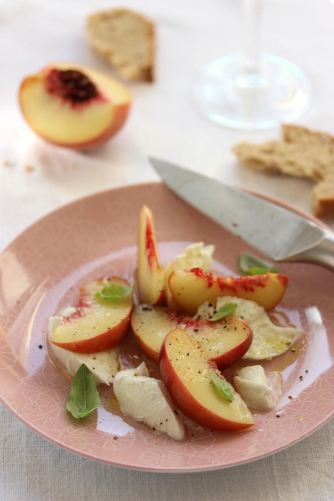 Salade p che et mozzarella recette - Cuisiner la mozzarella ...