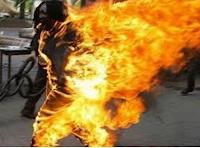 Inmolacion de una victima de la injusticia de los gobiernos.