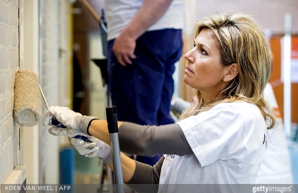 Dutch Queen Maxima paints a wall in the sports area of a cultural centre in the village Tricht, on March 21, 2015. Members of the Dutch royal family take part in the national voluntary event NLdoet.