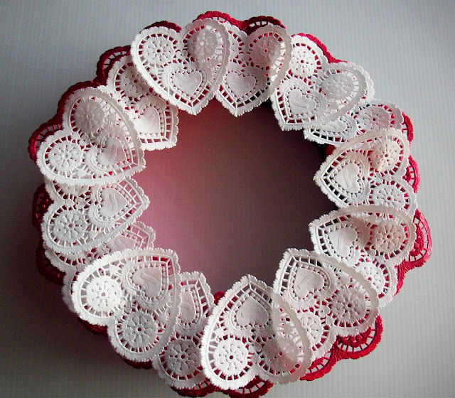 wreath+with+white+hearts Sweetheart Wreath