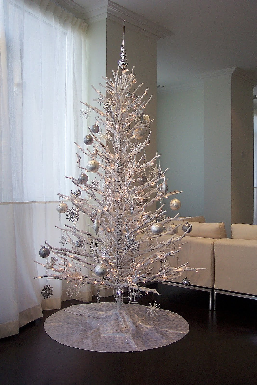 http://4.bp.blogspot.com/-MglifBWA6Tc/TvTx0Vq8ueI/AAAAAAAAATE/lqEOfKlYDN0/s1600/8_Christmas-tree-decorating-Christmas-tree-decorating-ideas-best-Christmas-tree-decorating-ideas.jpg