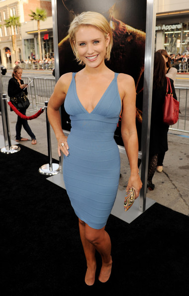 Nicky Whelan Hot Beautiful Hd Wallpaper,full Dresses Images,nicky