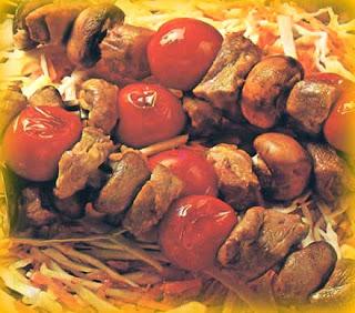 Brochetas con salsa parrillera