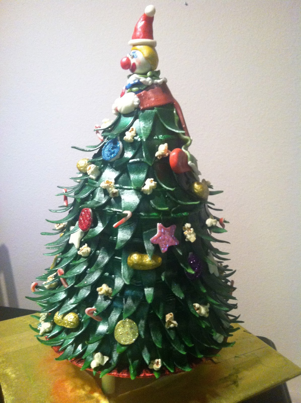 Traylor Made Treats: Circus Christmas Tree Cake