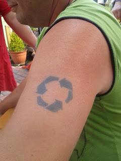 Recycling Symbol als Airbrush Tattoo