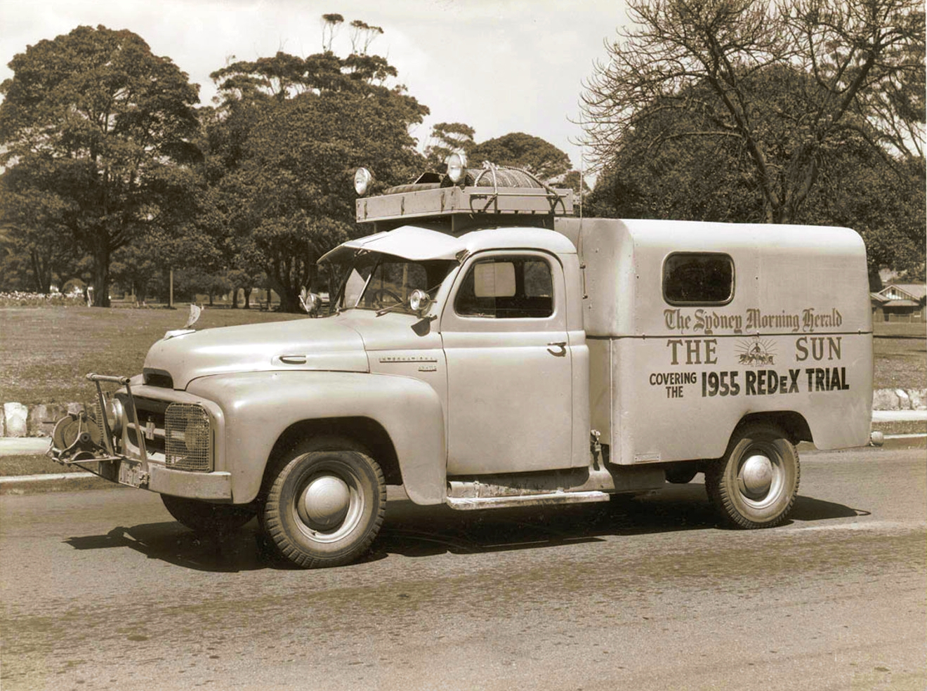 International Harvester Pickup Trucks http://transpressnz.blogspot.com/2011/10/1955-international-harvester-delivery.html