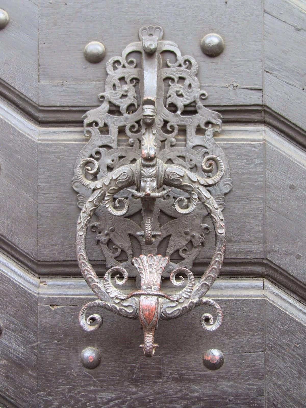 poignée de porte de palais dans le quartier du château