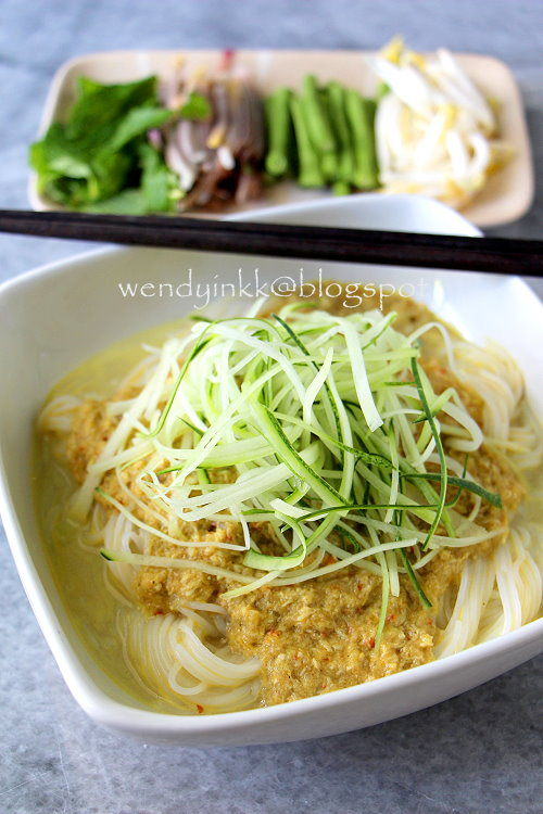 Table for 2 or more num banh chok khmer noodles aff num banh chok is fresh rice noodles in cambodia quite similar with vietnamese bn it can be served with many types of gravy and broth forumfinder Gallery