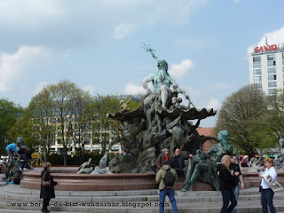 alexanderplatz, neptunbrunnen
