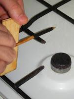 Retrair a manga no bico do fogão