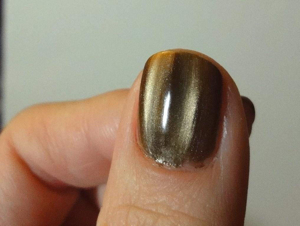 Frivolous Finishes: Magnetic nail polish, finally!!!!!