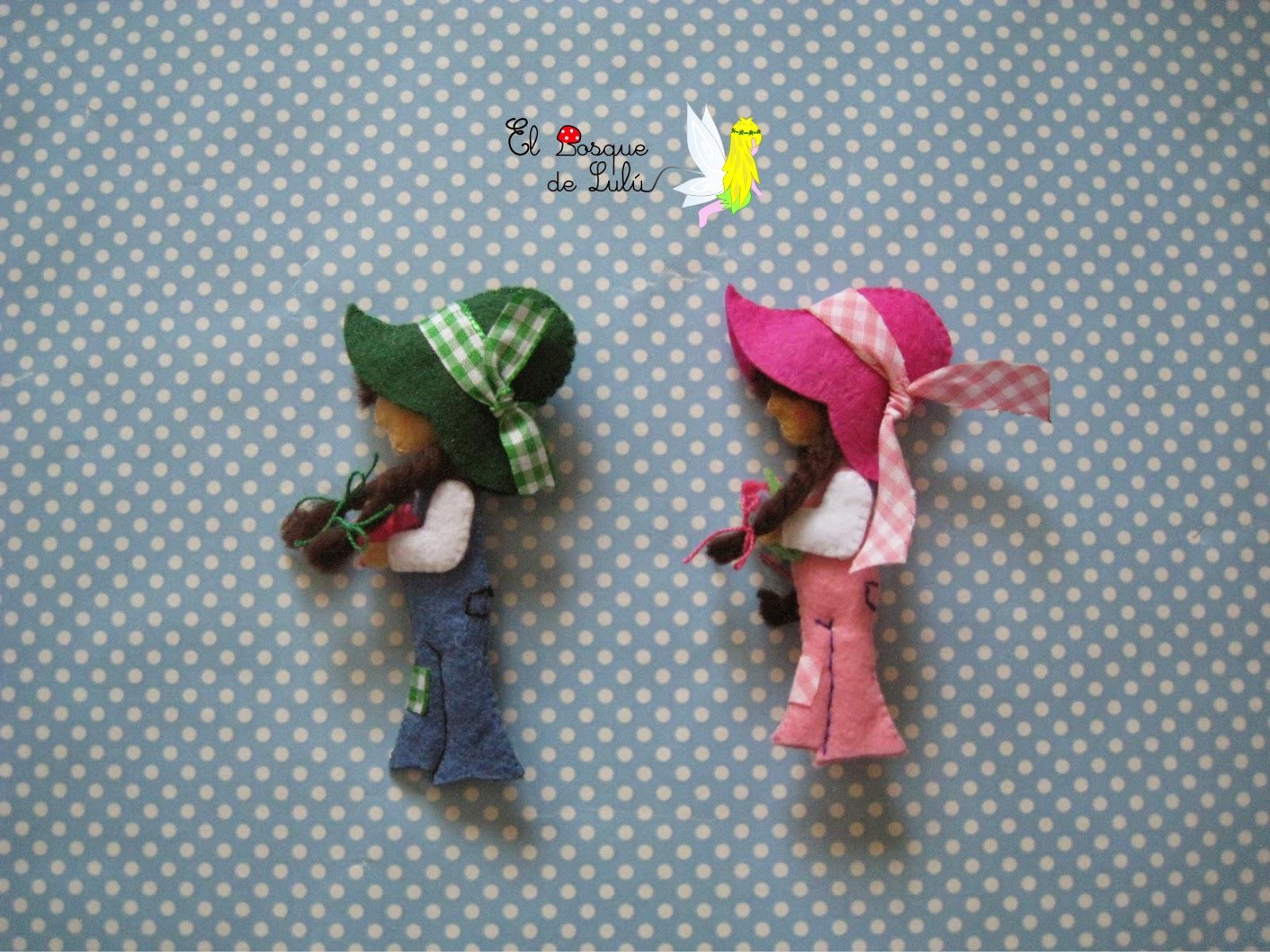 broche-fieltro-muñeca-Sara-Kay-subasta-solidaria-AECC-rosa