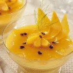 Flan de manga com calda de frutas amarelas