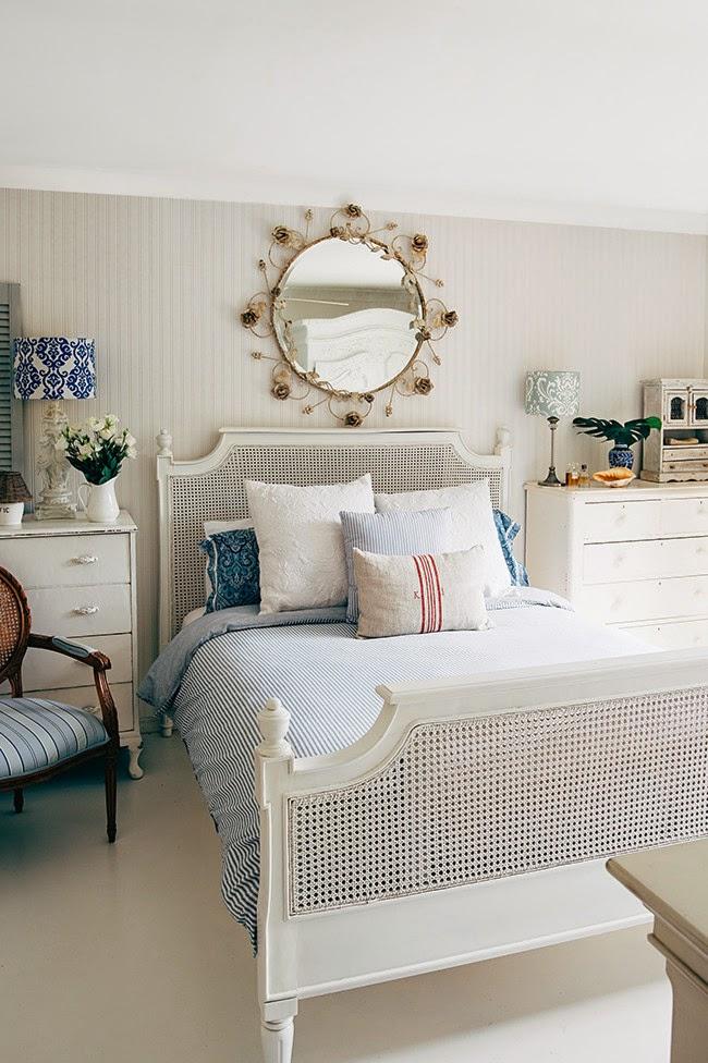 wystrój wnętrz, wnętrza, mieszkanie, dom, home, decor, aranżacje,shabby chic, vintage, meble, ratanowy fotel, sypialnia, łóżko, biurko