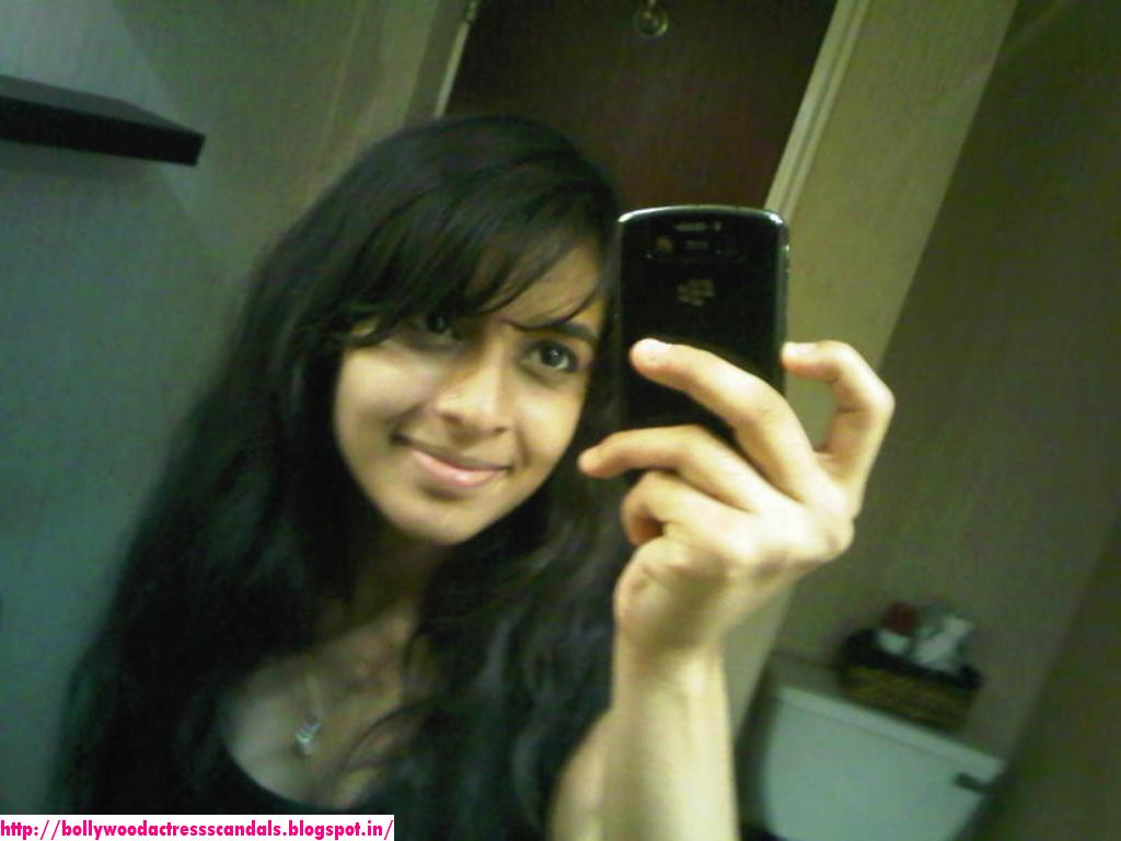 Girls nude mulai cell phone photo