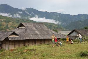 Thai ethnic children in Chăn Nưa town