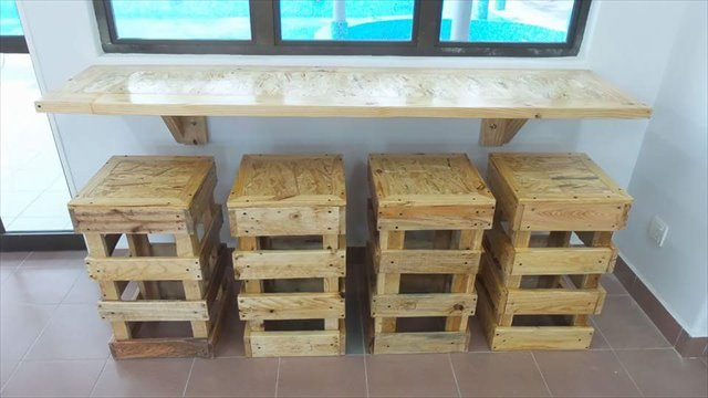 Pallet furniture wooden pallets ideas for bed table couch for Pallet furniture projects