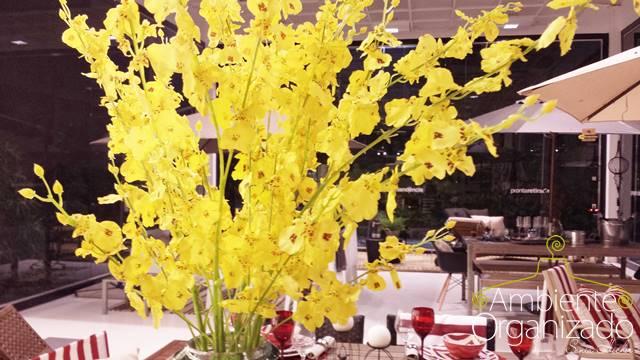 Vaso com flores amarelas