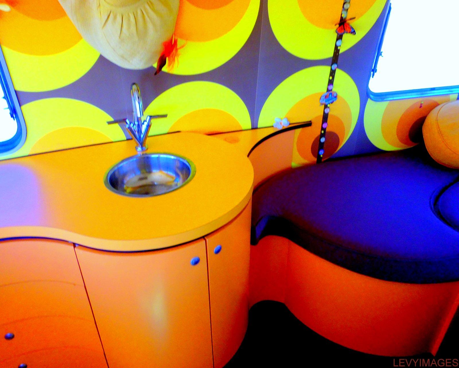 http://4.bp.blogspot.com/-MkNxleVMdPg/UT0OmSs7AgI/AAAAAAAANXM/rmEzCsnRsTg/s1600/bubbles-retro-artdeco-vintage-fibreglass-1972-oxford-concord-new-zealand-caravan-hil-mario-stapper-life-enjoyers-wanaka-freedom-camping-the-flying-tortoise-003.jpg