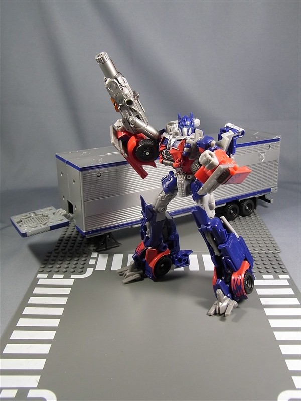 transformers dark of the moon optimus prime trailer. of the Moon Optimus Prime