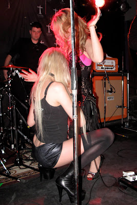 Taylor Momsen In Leather Hotpants