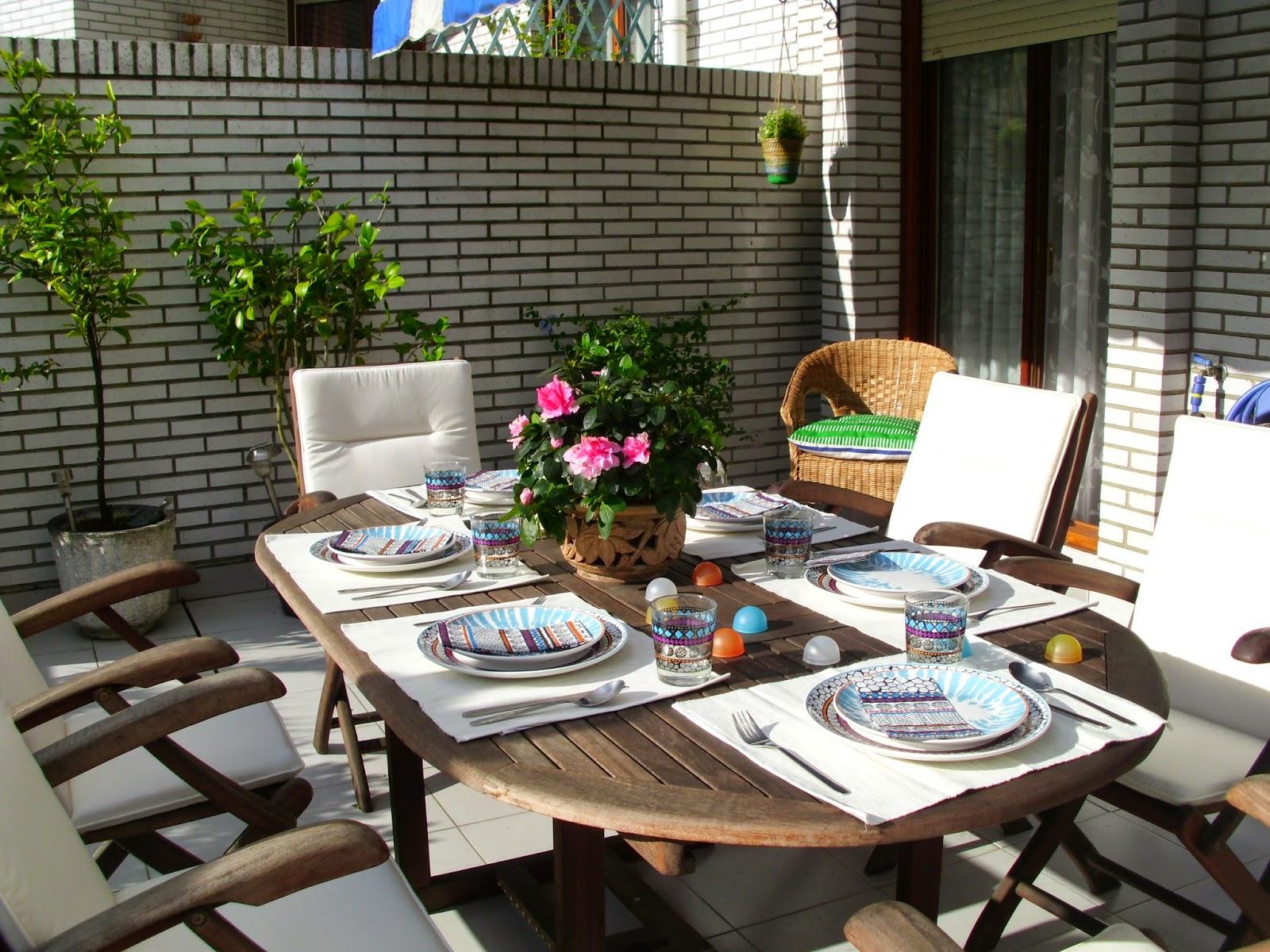 Decoraci n f cil decorando la mesa con la nueva vajilla for Mesas para terrazas pequenas