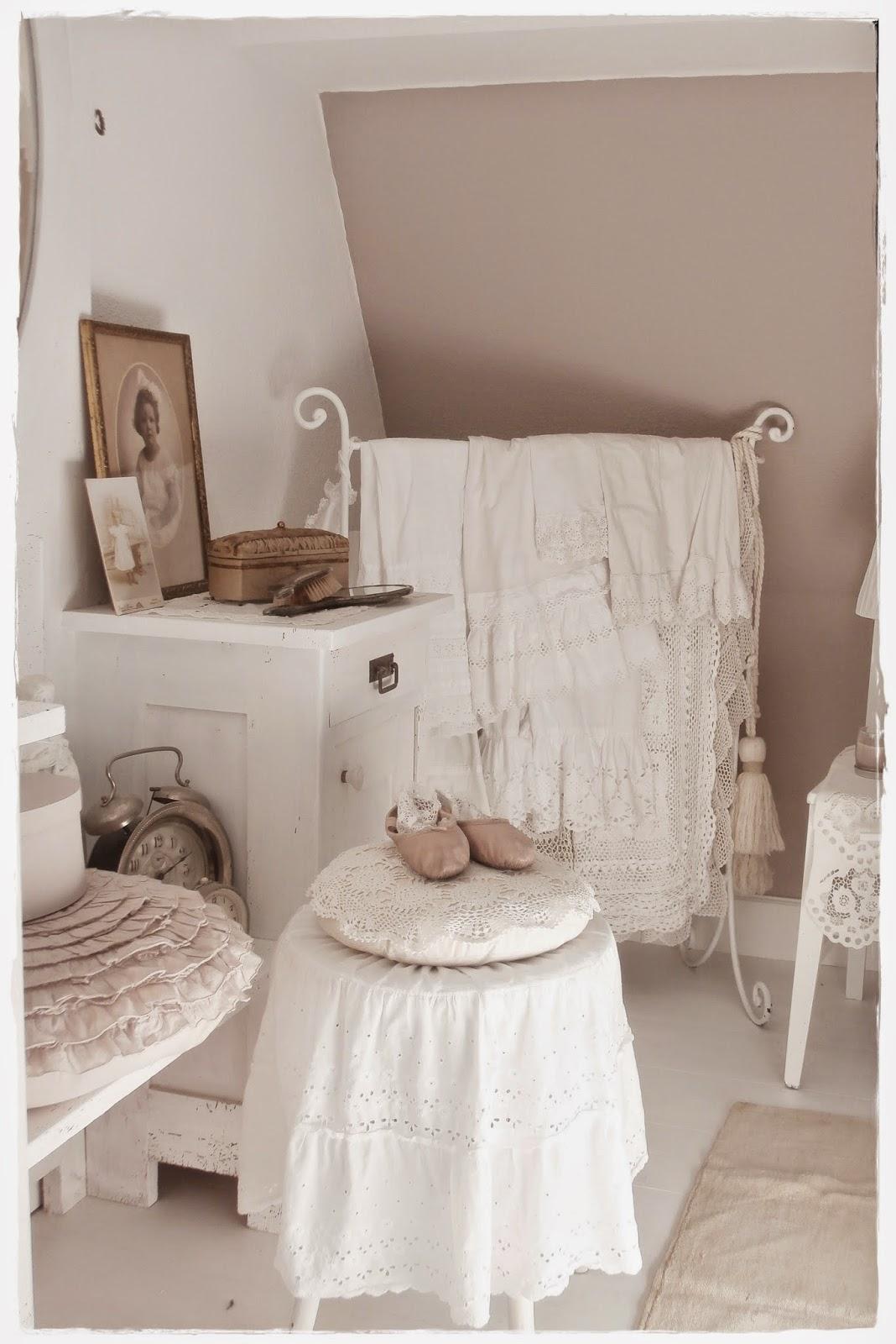 shabby landhaus der rest vom schlafzimmer. Black Bedroom Furniture Sets. Home Design Ideas