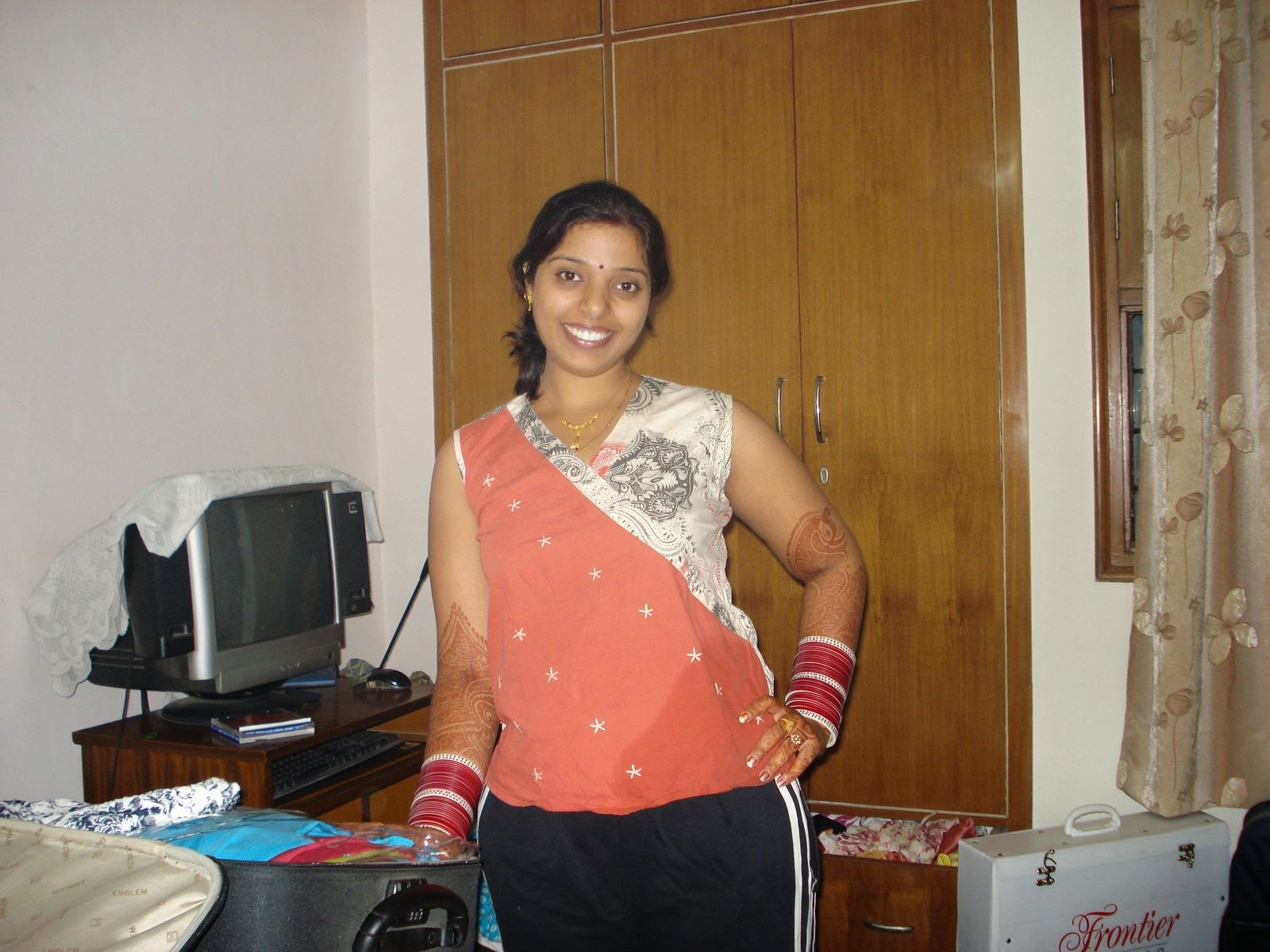 Indian Desi Beautiful Girls And Housewife Bold Photos