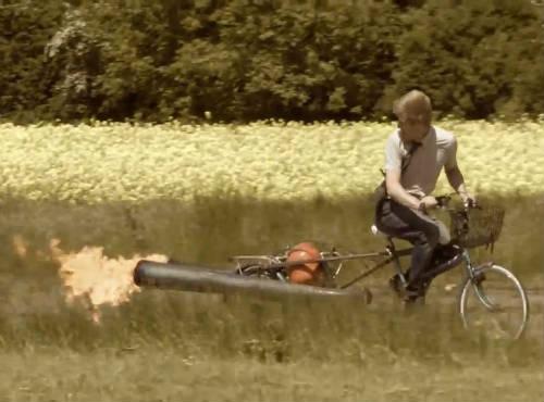 Propulsor a jato na bicicleta