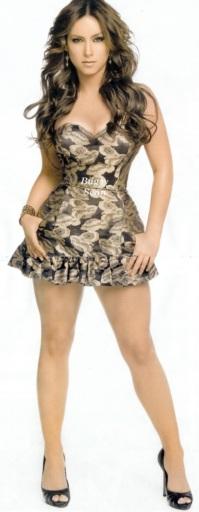 Claudia Lizaldi de cuerpo entero