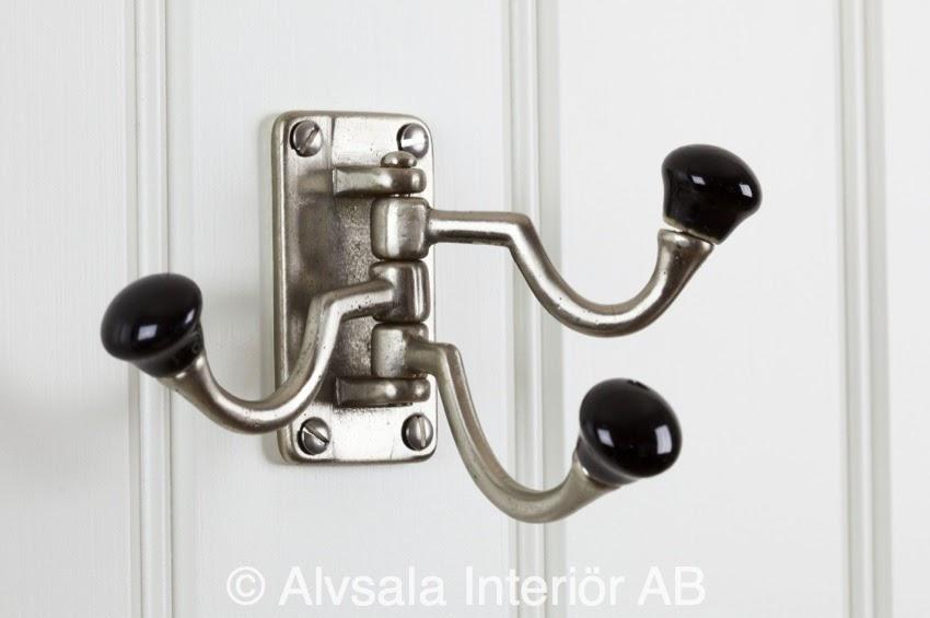 http://www.alvsalen.se/tredelad-svangkrok-i-metall-med-svarta-knoppar