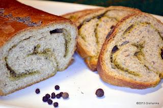Chleb razowy pesto ze starterem Tang Zhong.