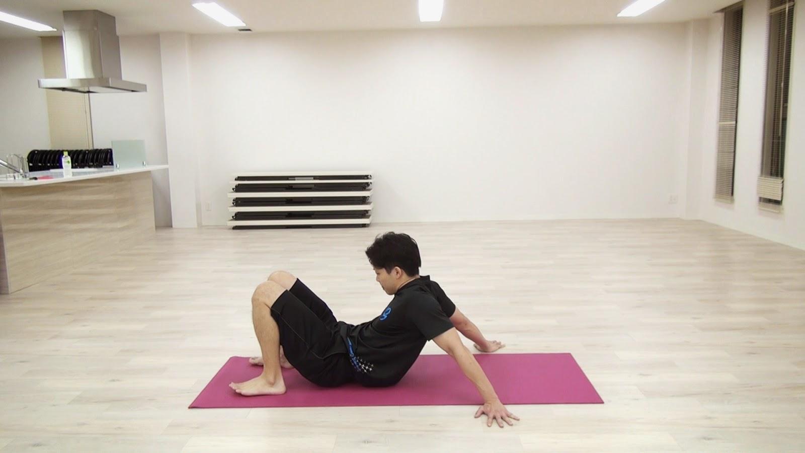 肩のストレッチと腹筋のトレーニング