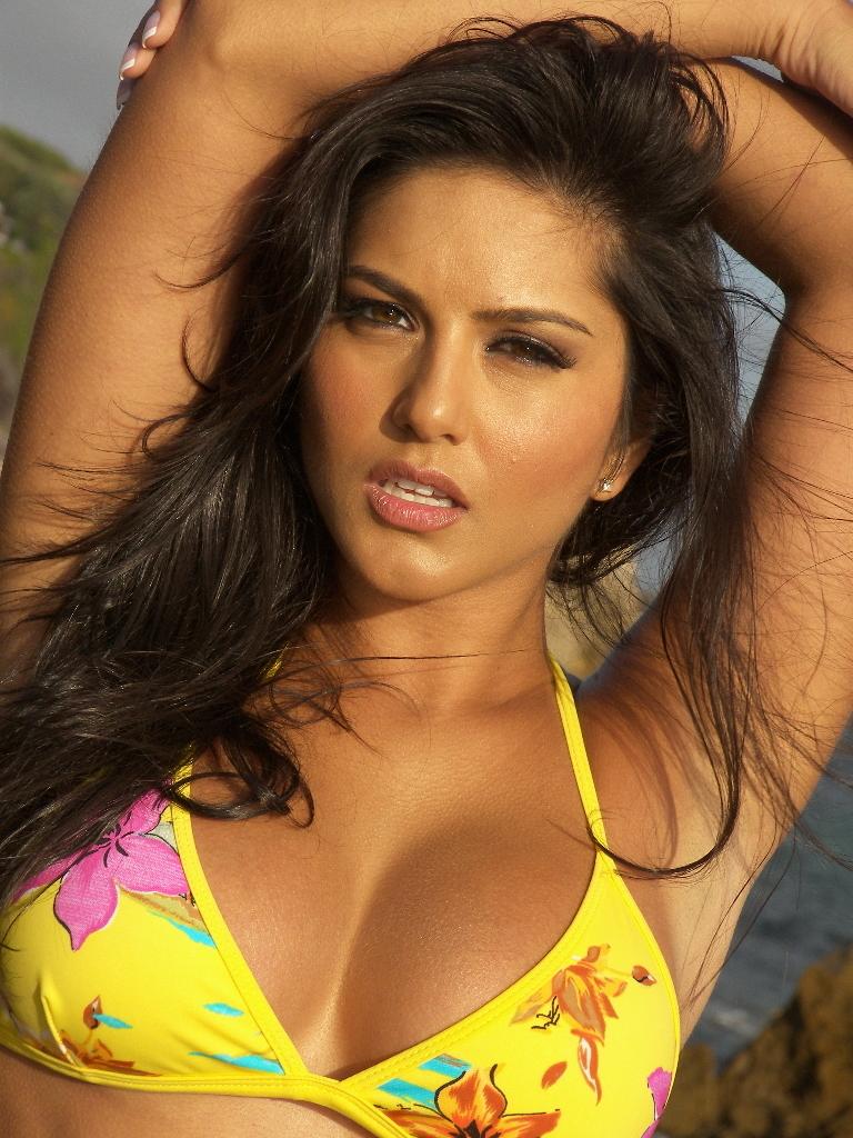 Body sexy actress monalisa 4k wallpaper